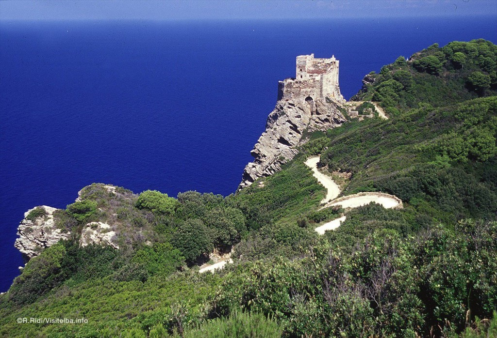 La torre Pisana alla Gorgona. Foto Ridi/Visitelba.info