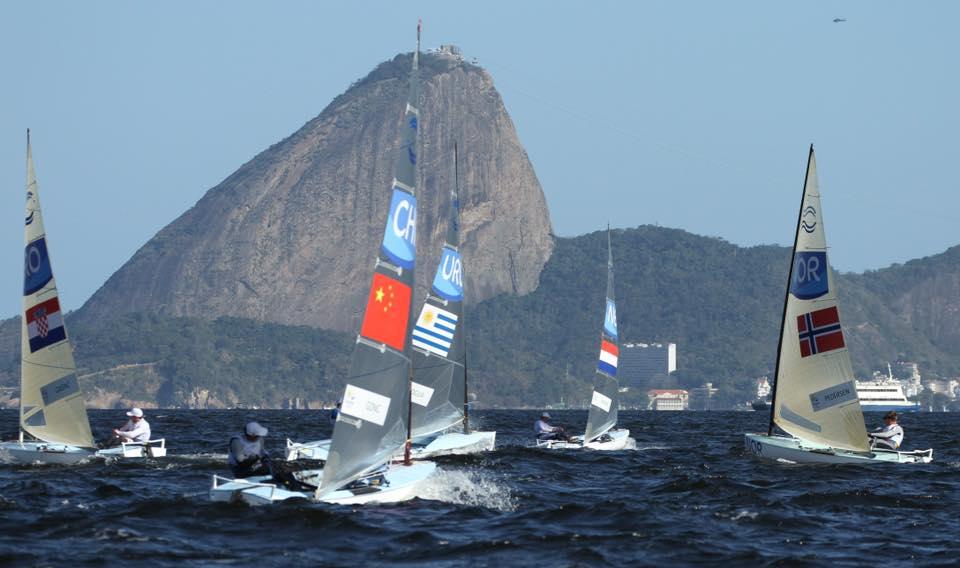 I Finn in regata sullo sfondo di Rio. Foto Deaves