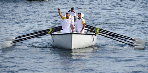 Torben e Lars Grael portano la fiamma olimpica a Rio via mare. Foto Sail Energy
