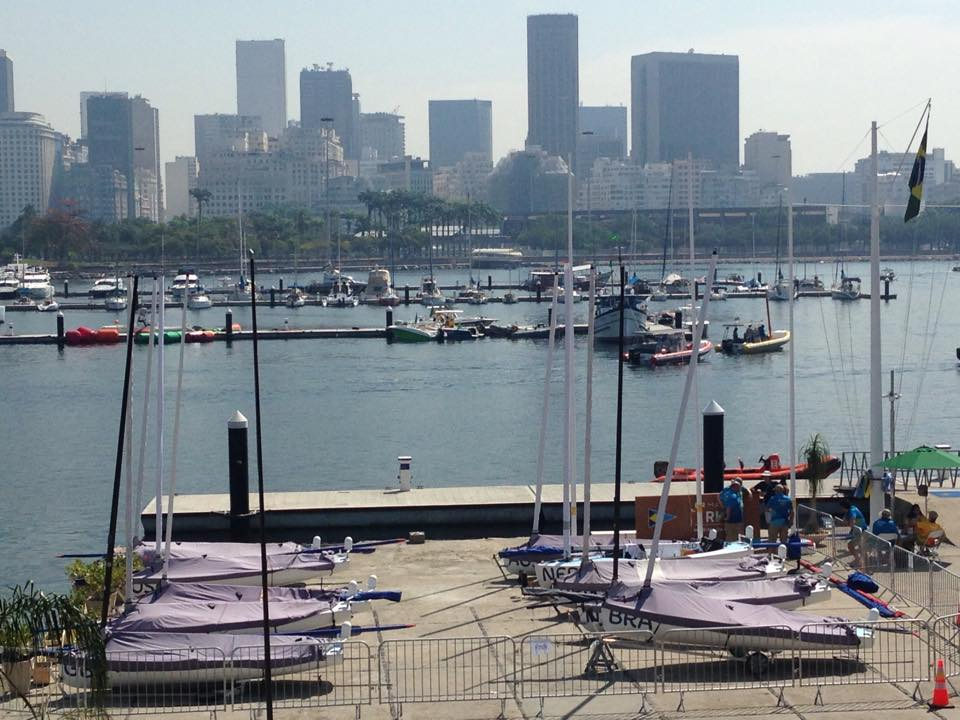 I dieci Finn impegnati nella medal race nella zona di esclusione pre regata.