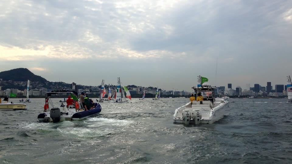Bissaro-Sicouri girano in nona posizione alla prima bolina davanti a Lange, che nella poppa successiva recupererà subito cinque posizioni andando a sinistra