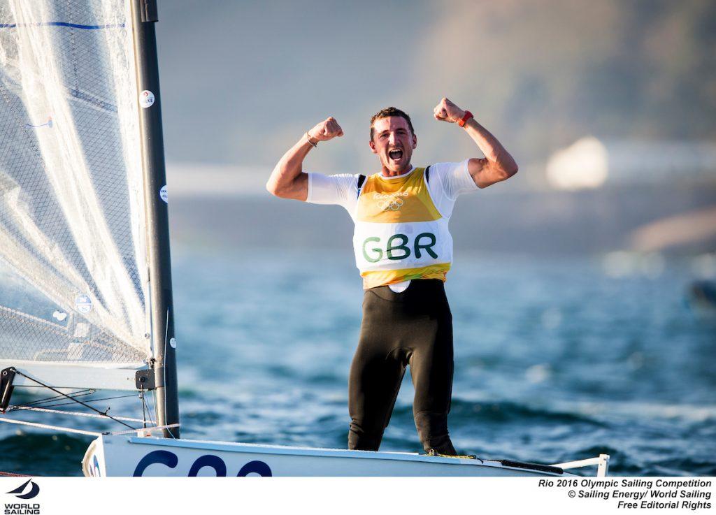 Giles Scott festeggia l'oro appena vinto matematicamente nei Finn. Foto Sailing Energy