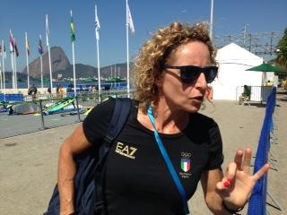 """Alessandra Sensini, presente alla regata della sua erede olimpica. """"HO buone sensazioni ma sono più nervosa di voi"""", ha detto la quattro volte medaglia olimpica nel windsurf"""