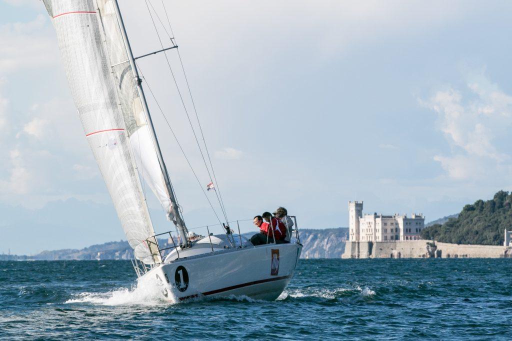 In barca verso Trieste, in questi giorni centinaia di barche stanno confluendo verso le Rive per partecipare alla Coppa d'Autunno